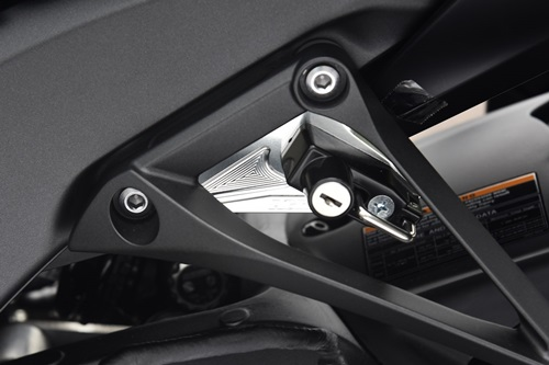 AGRAS アグラス ヘルメットホルダー アルミステーカラー:シルバー、ヘルメットロックカラー:メッキ ZX-10R