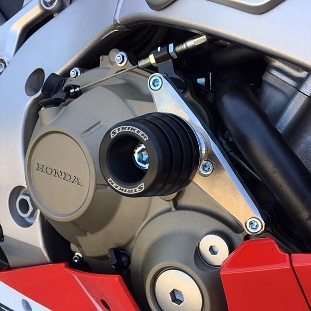 【ポイント5倍開催中!!】【クーポンが使える!】 STRIKER ストライカー ガード・スライダー ガードスライダー カラー:オールブラック CBR1000RR