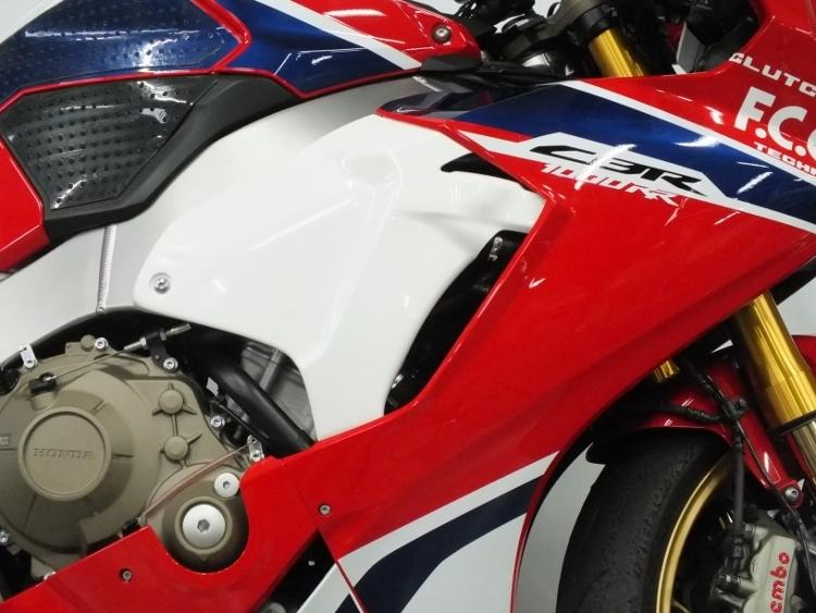 【ポイント5倍開催中!!】【クーポンが使える!】 TSR テクニカルスポーツレーシング サイドカバー ラージシュラウドセット CBR1000RR