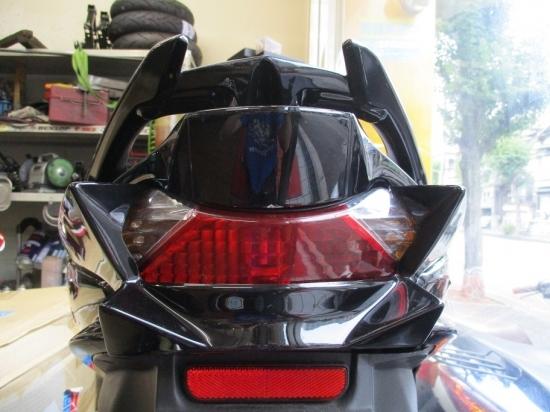 油漢 ユカン UK-Speed スクーター外装 テールガーニッシュ 素材:FRP・黒ゲル アドレスV125S(L0)