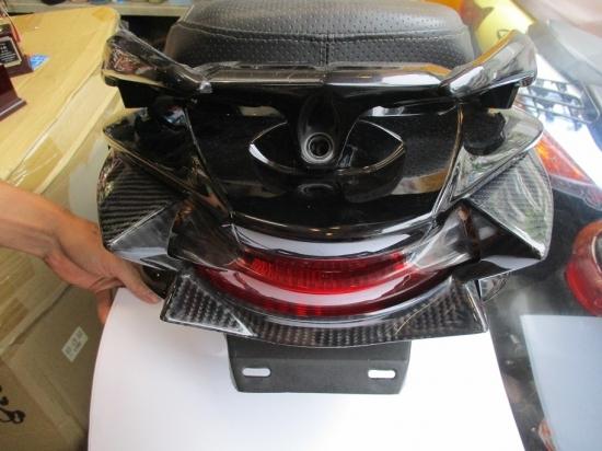 油漢 ユカン UK-Speed スクーター外装 テールガーニッシュ 素材:カーボン アドレスV125S(L0)