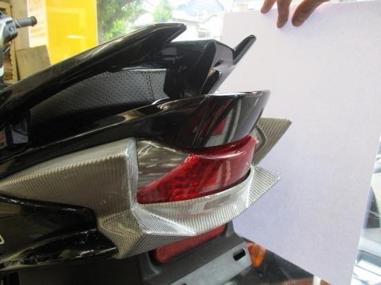 油漢 ユカン UK-Speed スクーター外装 テールガーニッシュ 素材:シルバーカーボン アドレスV125S(L0)