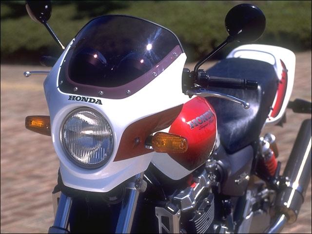 CHIC DESIGN シックデザイン ビキニカウル・バイザー マスカロード カラー:パールフェイドレスホワイト スクリーンカラー:スモーク CB1300スーパーフォア