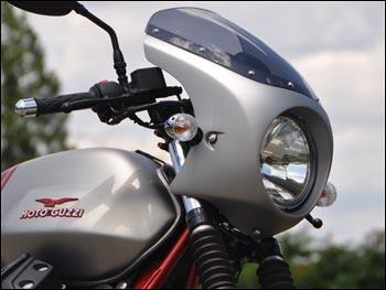 CHIC DESIGN シックデザイン ロードコメット クラシック V7 II Racer