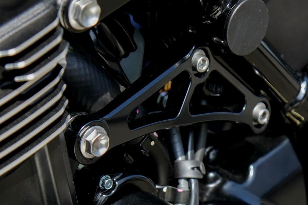 JB POWER(BITO R&D) JBパワー(ビトーR&D) アルミ削り出しエンジンハンガー Z900RS