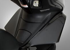 Magical Racing マジカルレーシング その他外装関連パーツ ワイドレッグガード 素材:平織カーボン PCX125