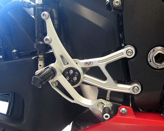 Robby Moto Engineering ロビーモトエンジニアリング バックステップ レースモデル 逆チェンジ専用 カラー:ブラック CBR600RR(07-15)