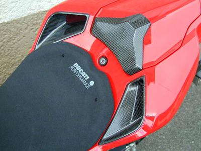 MOTO CORSE モトコルセ その他外装関連パーツ カーボン シートパッドカバー グロスフィニッシュ 1198 848 DUCATI 1098
