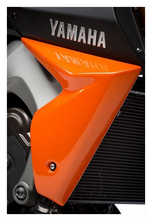 Pyramid Plastics ピラミッドプラスチック コアガード ラジエーター・チーク(ペア)(Radiator Cheeks (pair)) タイプ:Orange MT09/FZ09 2013-