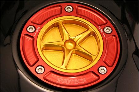 EVOTECH エボテック タンクキャップ KAWASAKI タイプC 外部カラー:シルバー 中央部カラー:ゴールド ZX250 09