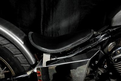 部品屋K&W シート本体 専用ソロシートキット リジットタイプ (本革レース編み込みサドルシート) カラー:黒 STEED400 [スティード]:STEED600 [スティード]
