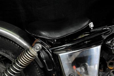 部品屋K&W シート本体 専用ソロシートキット リジットタイプ (本革サドルシート) カラー:黒 ドラッグスター 250 ドラッグスター400