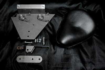 部品屋K&W シート本体 ソロシートキット スプリングタイプ (本革サドルシート) カラー:黒 DRAGSTAR1100 [ドラッグスター]