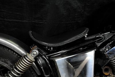 部品屋K&W シート本体 専用ソロシートキット リジットタイプ (本革レース編み込みサドルシート) カラー:茶 DS250/DS400