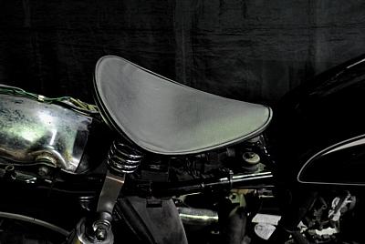 部品屋K&W シート本体 専用ソロシートキット スプリングタイプ (プレーン) カラー:黒 SR400:SR500