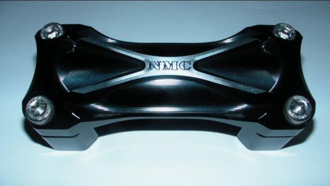 NA Metal Craft エヌエーメタルクラフト ハンドルポスト Φ28.6テーパーハンドルクランプ3Dブレース カラー:ブラックアルマイト