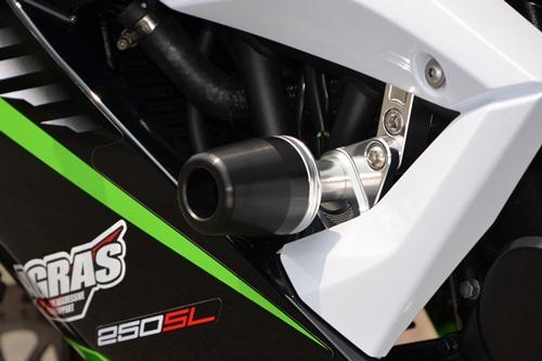 AGRAS アグラス ガード・スライダー レーシングスライダー ジュラコンカラー:ブラック ロゴ:有り ニンジャ250SL