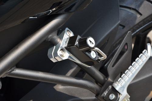 AGRAS アグラス ヘルメットホルダー アルミステーカラー:ブラック ヘルメットロックカラー:メッキ ニンジャ250SL