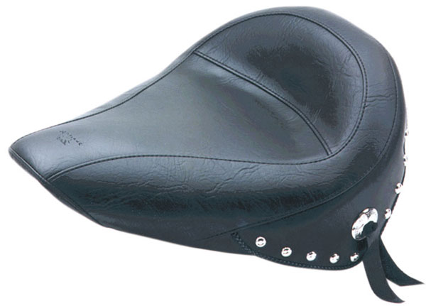 MUSTANG マスタング シート本体 ソロシート  (Solo Seat)【SKIRTED SOLO 84-99 ST [DS-900220]】 タイプ:Studded
