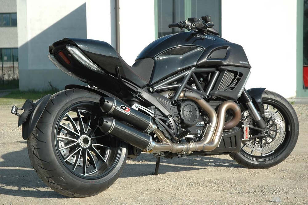 QD EXHAUST QDマフラー スリップオンマフラー 1 in 2 link pipe + catalysts + muffler set マフラー 素材:twin round carbon DIAVEL