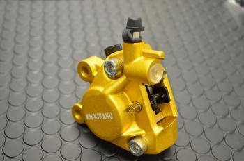KN企画 ケイエヌキカク 対向キャリパー カラー:ゴールド BWS100(ビーウィズ) アクシス50 アクシス90 アプリオ グランドアクシス ジョグZII ジョグアプリオ タイプ2 スーパージョグZ スーパージョグZR