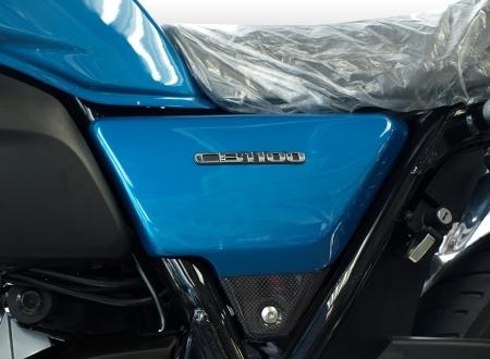Force-Design フォルスデザイン ハイブリッド・サイドカバークラシック カラー:パールスペンサーブルー ボトム部分素材:綾織りカーボン 立体エンブレム:なし CB1100
