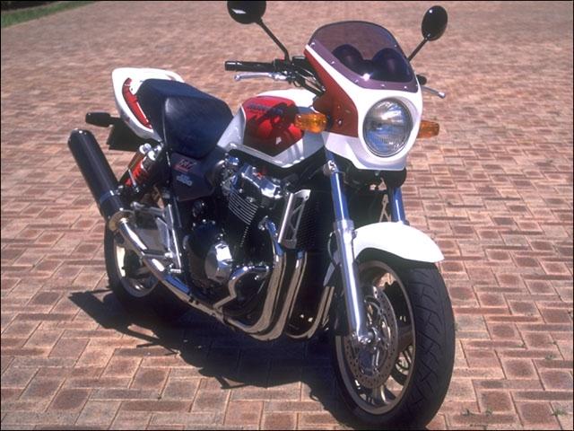CHIC DESIGN シックデザイン ビキニカウル・バイザー ロードコメット カラー:キャンディフェニックスブルー カラー:スモーク CB1300SF