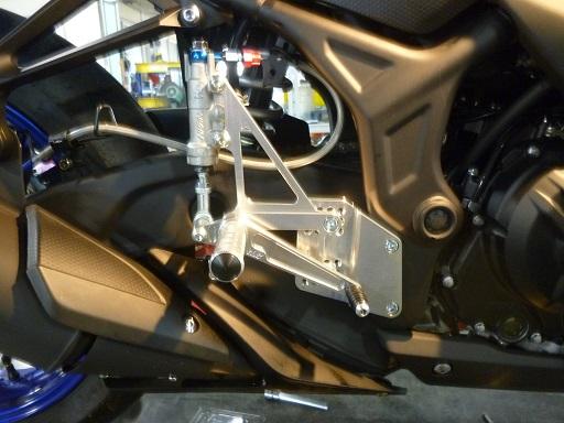 K&T レーシングバックステップ YAMAHA YZF-R25