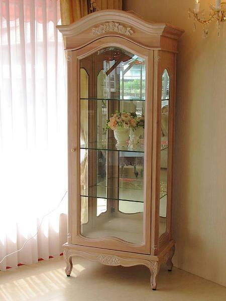 輸入家具 オーダー家具 プリンセス家具 ショーケース 薔薇の彫刻 ピンクベージュ