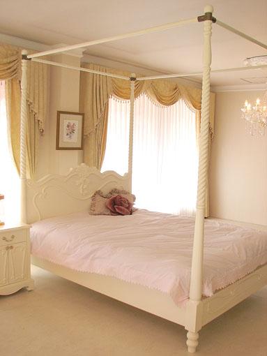 수입 가구. 프린세스 가구. 라 쉘 예 캐노피 설정을 갖춘 더블 사이즈 침대