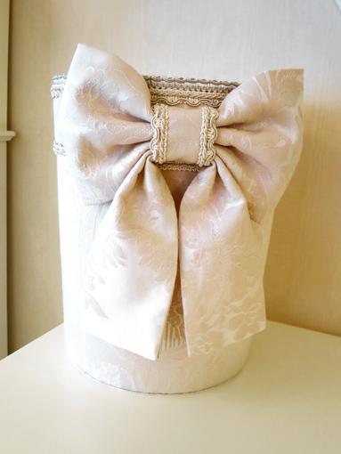 プリンセス雑貨■ダストボックス■リボン■ リボンとブーケ柄オフホワイトの生地