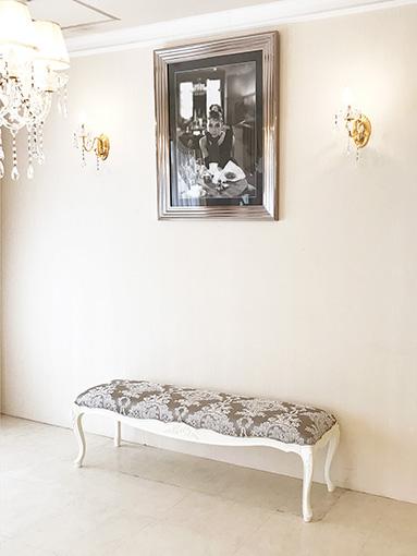 ★New!★輸入家具 オーダー家具 プリンセス家具 ビバリーヒルズ ベンチスツール W140cm リボンの彫刻 ホワイト色 リボンとブーケ柄シャイングレーの張地