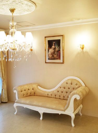 輸入家具■オーダー家具■プリンセス家具■カウチソファW200■ビバリーヒルズの彫刻■ゴールド花かご柄の張り地■スーパーホワイトグロス色