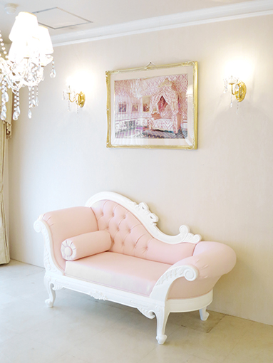 輸入家具 オーダー家具 プリンセス家具 カウチソファ W170cm オードリーリボンの彫刻と薔薇の彫刻 ホワイト色 ベビーピンクフェイクレザーの張地