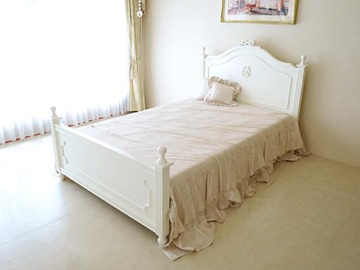 輸入家具■オーダー家具■プリンセス家具■レディメイ■セミダブルベッド■オードリーリボンとイニシャルRの彫刻■ホワイト色