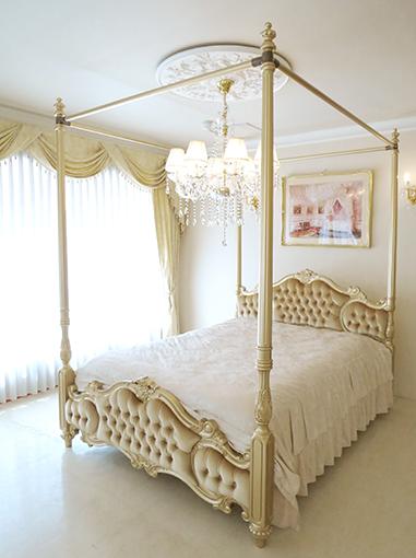 輸入家具 オーダー家具 プリンセス家具 女優ベッド オードリー ダブルサイズ ゴールド色 天蓋付き ゴールドのベルベット仕上げ