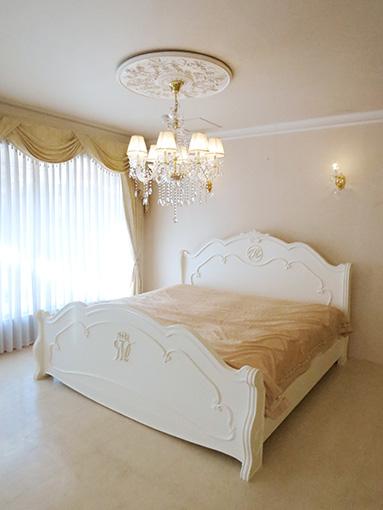 輸入家具 オーダー家具 プリンセス家具 ラ・シェル キングサイズベッド ホワイト色 イニシャルRとmの彫刻