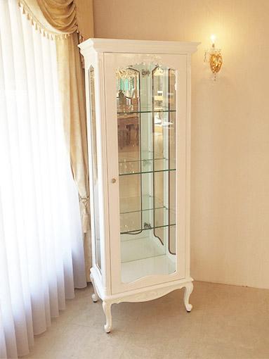 輸入家具 オーダー家具 プリンセス家具 ビバリーヒルズ ショーケース オードリーリボンの彫刻 ホワイトグロス色