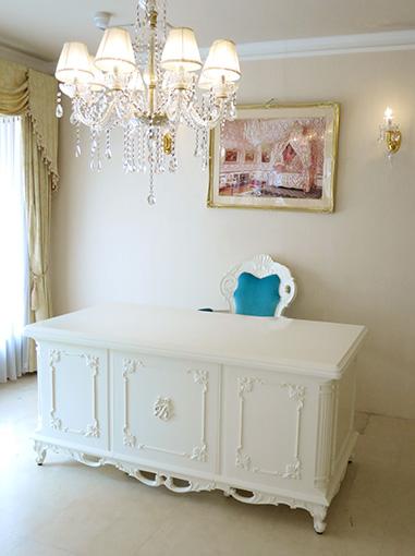 輸入家具 オーダー家具 プリンセス家具 デスク クラシックスタイル W160cm ホワイト色 イニシャルR&オードリーリボンの彫刻