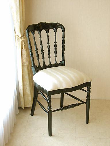 輸入家具 オーダー家具 プリンセス家具 ナポレオンチェア ブラックグロス色 シャンパンゴールドのフェイクレザー