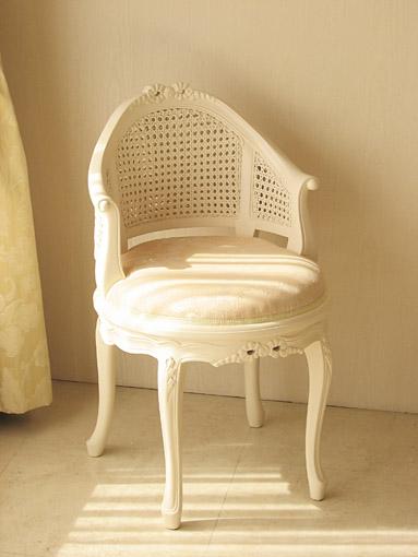 輸入家具■オーダー家具■プリンセス家具■フランスチェア■リボンの彫刻■ホワイト色■シャンパンゴールドの張地