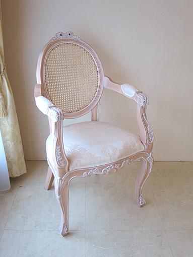 輸入家具 オーダー家具 ロココ調 オーバルアームチェア 猫脚 リボンの彫刻 背面:ラタン ピンクベージュ色 リボンとブーケ柄オフホワイトの張地