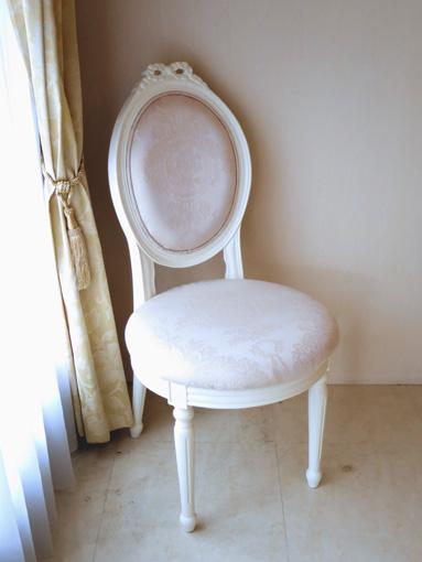 輸入家具 オーダー家具 プリンセス家具 オーバルチェア ルイ16世スタイル リボンの彫刻 ホワイト色 リボンとブーケ柄オフホワイトの張地
