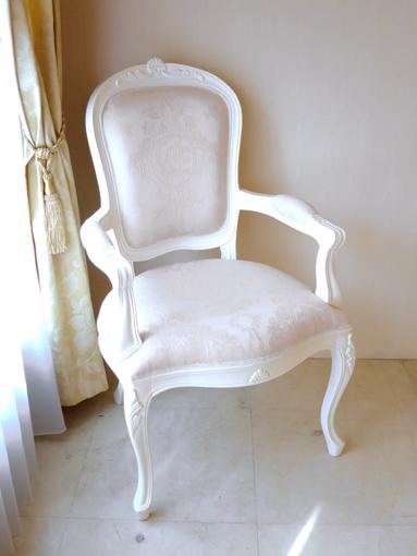 輸入家具 オーダー家具 プリンセス家具 ラ・シェル ダイニングチェア アーム付き 両面シェルの彫刻 ホワイト色 リボンとブーケ柄オフホワイトの張地