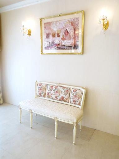 輸入家具 オーダー家具 プリンセス家具 マダム・ココ ワイドチェア 薔薇の彫刻 アンティークホワイト&ゴールド色 薔薇柄の張地
