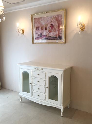 輸入家具 オーダー家具 プリンセス家具 サイドボード W124cm 中央引出し4杯 イニシャルとオードリーリボンの彫刻 ホワイト色