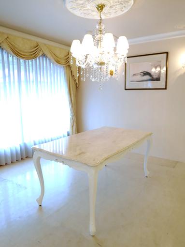 輸入家具 オーダー家具 プリンセス家具 ビバリーヒルズ ダイニングテーブル160 リボンの彫刻 スーパーホワイト色 クリームベージュ大理石天板
