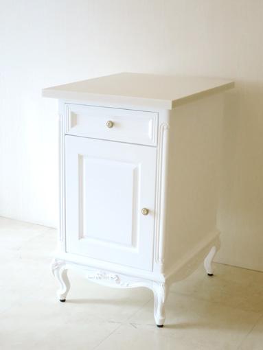 輸入家具■オーダー家具■キッチン用サイドチェスト■オードリーリボンの彫刻■人工大理石天板■スーパーホワイトグロス色