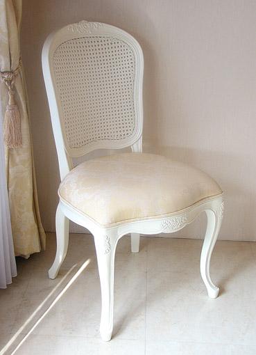 輸入家具■オーダー家具■プリンセス家具■ラタンチェア■薔薇の彫刻■座面布張り■ホワイト色■シャンパンゴールドの張り地
