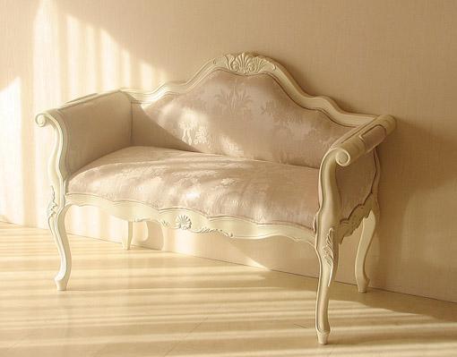 輸入家具■オーダー家具■プリンセス家具■カウチソファ■ホワイト色■シェルの彫刻■リボンとブーケ柄オフホワイト